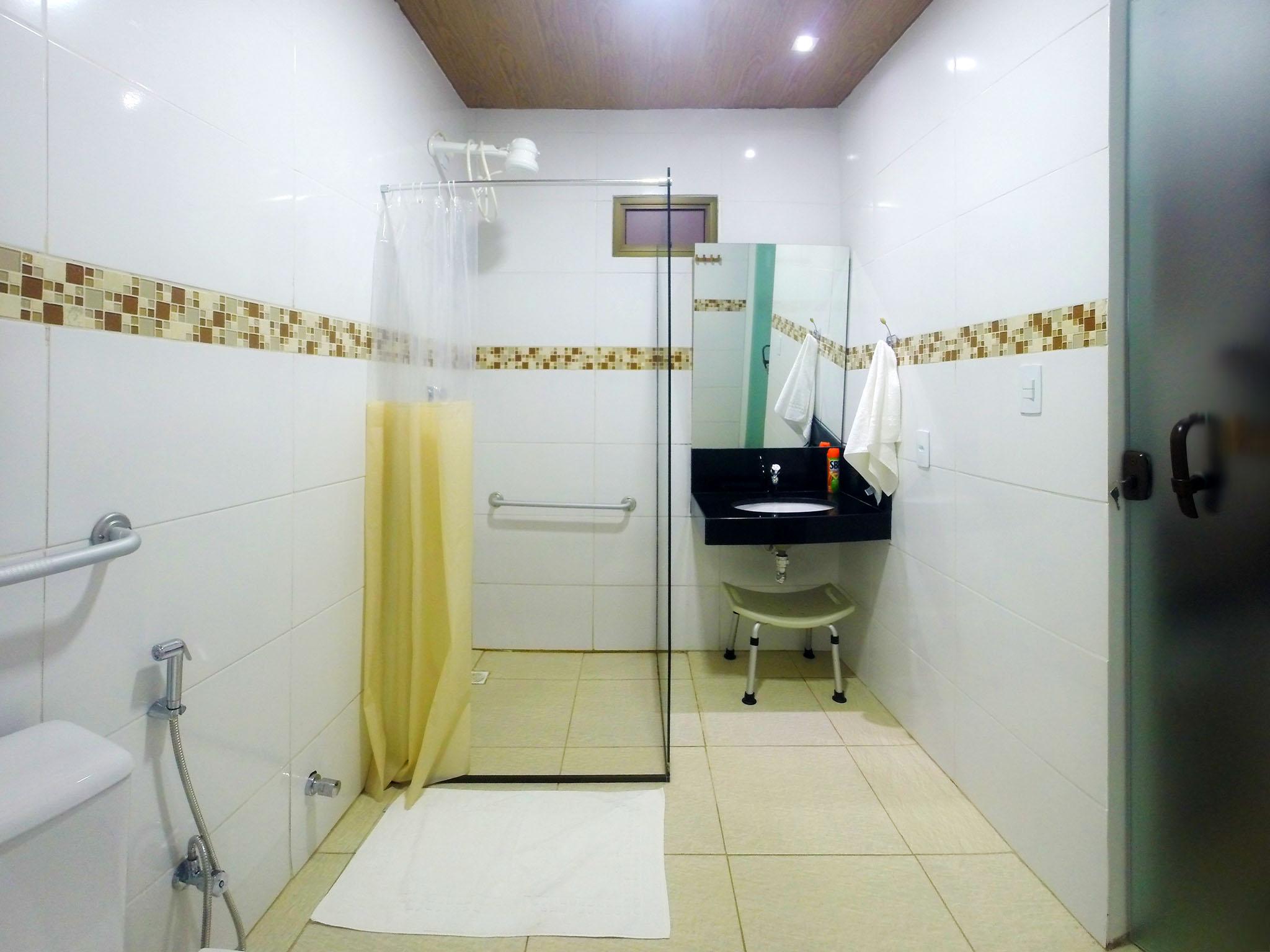 Suíte PNE Pousada Aconchego #827941 2048x1536 Banheiro Adaptado Restaurante